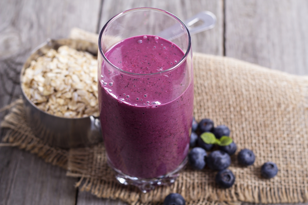 high protien high fiber smoothie with oatmeal and blueberries