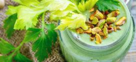 Pistachio, Mango-Kale Green Smoothie